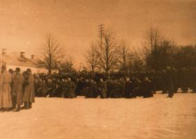 Похороны погибших товарищей в подразделении, где служил поручик Н.Ф. Пантелин. 1916 г. Коллекция ф/д. Оп. 4. Ед.хр. 448
