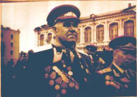 Герой Советского Союза Иван Павлович Славянский (1905-1973), командир батальона 479-го стрелкового полка (3-я гвардейская армия, 1-й Украинский фронт). После войны жил в Тамбове. 1971 г.