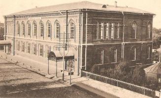 Здание Нарышкинской читальни (ныне Тамбовская областная картинная галерея), в котором проходило заседание городского народного совещания 26 сентября 1917 года