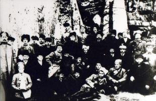 Члены Совета рабочих и солдатских депутатов Тамбовского порохового завода. 1917 г.