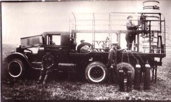 Монтаж кислородной установки на военной машине на тамбовском заводе «Комсомолец». 1943 г.