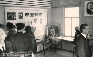 Здание колхозного клуба в д. Ивановка Уваровского района, в котором была открыта комната-музей С.В. Рахманинова. Май 1968 г.